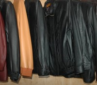 Jaket Kulit khas Garut (sumber: arifh.blogdetik.com)