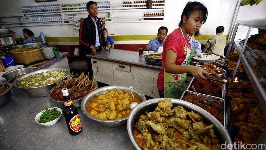 Nggak Bikin Kantong Jebol, Ini 5 Warteg yang Bisa Jadi Tempat Makan Siang Enak!