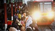 7 Cara Bikin Perjalanan Kerja dengan KRL Lebih Nyaman dan Menyenangkan
