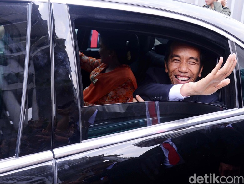 Jokowi Belum Terima Surat Pengunduran Diri Khofifah dari Mensos