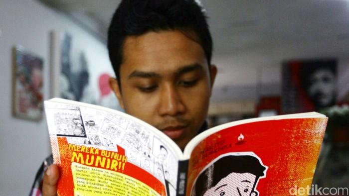 Membaca buku tak hanya menambah wawasan, tetapi juga bermanfaat bagi kesehatan mental. (Foto: Ilustrasi/Agung Pambudhy)