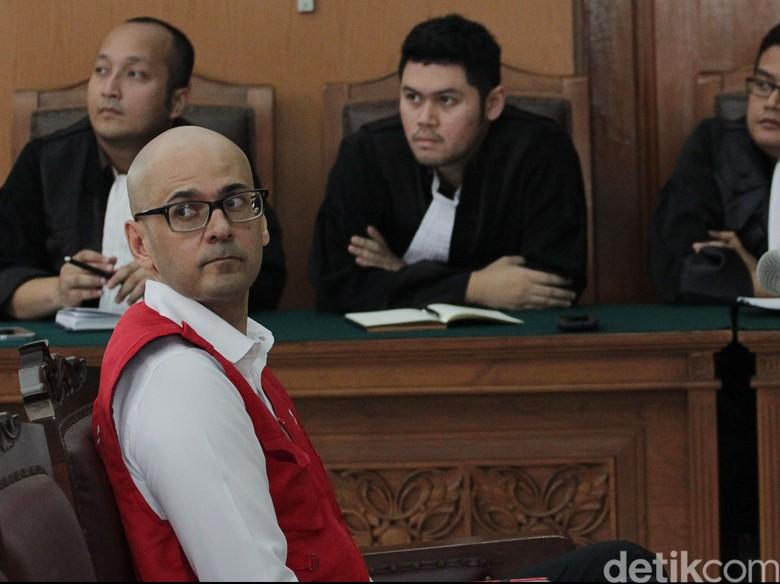 PK Ditolak, Neil Guru JIS Tetap Dihukum 11 Tahun Penjara