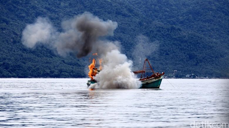 Begini Prosedur Kapal Maling Ikan Disidang Hingga Ditenggelamkan?