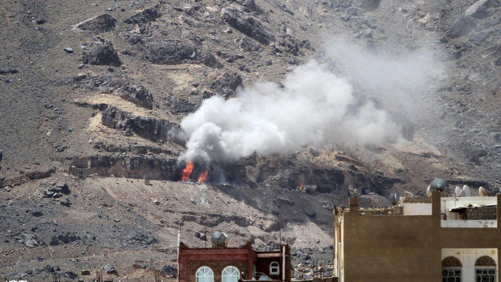 Arab Saudi Serang Gudang Senjata Houthi, 8 Warga Sipil Tewas