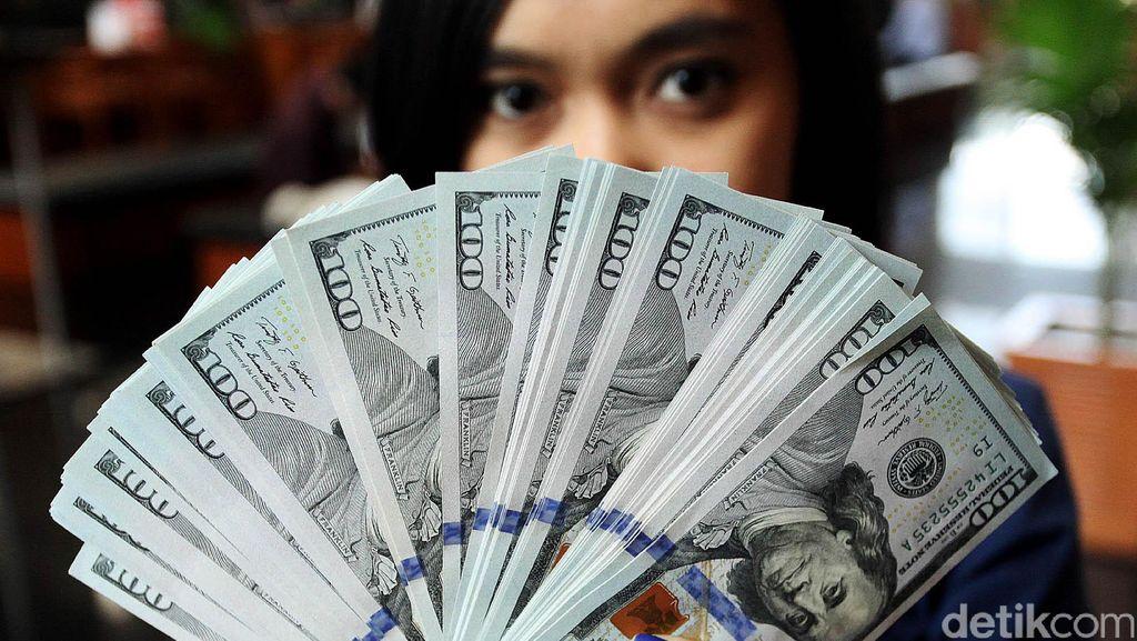 Rupiah Melemah Lagi, Dolar AS Nyaris Sentuh Rp 13.500