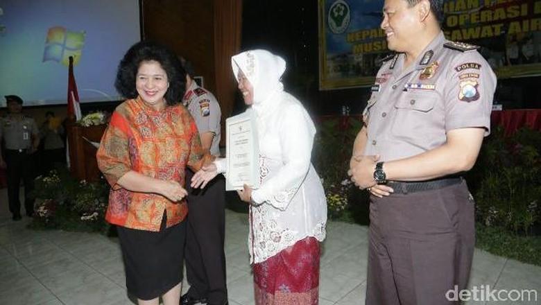 Menkes Beri Penghargaan Tim Operasi DVI AirAsia QZ8501