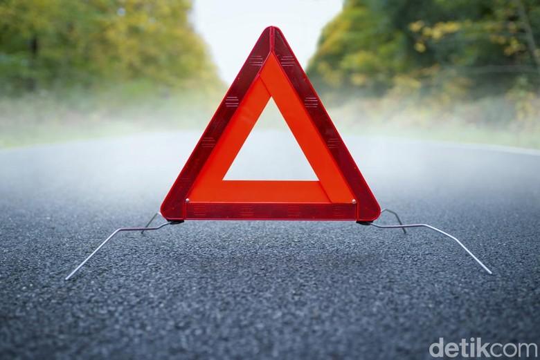 2 Truk Kecelakaan di KM 9 Tol Tangerang Arah Tomang, Lalin Padat