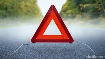 Mobil SUV Tabrak Pembatas Jalan di Buncit