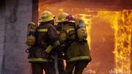 Kios Terbakar di Kemayoran, 22 Unit Mobil Damkar Dikerahkan