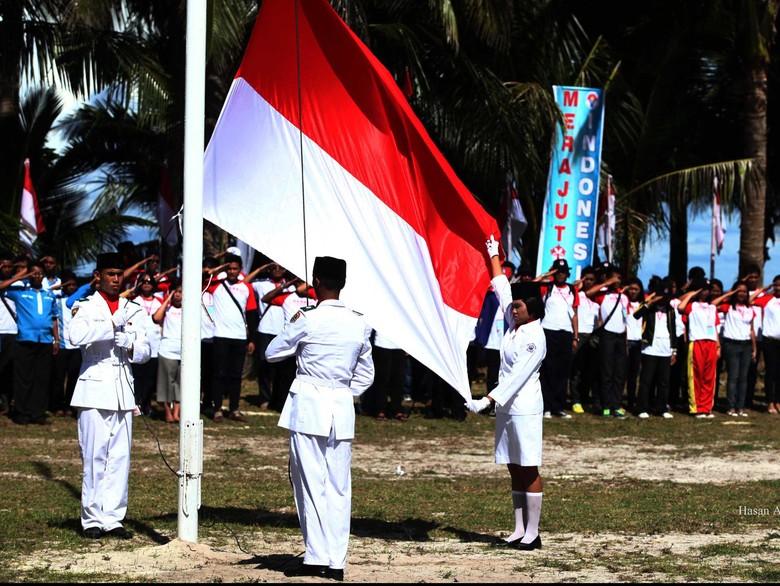 Siswa Wajib Nyanyikan Indonesia Raya 3 Stanza saat Upacara Bendera