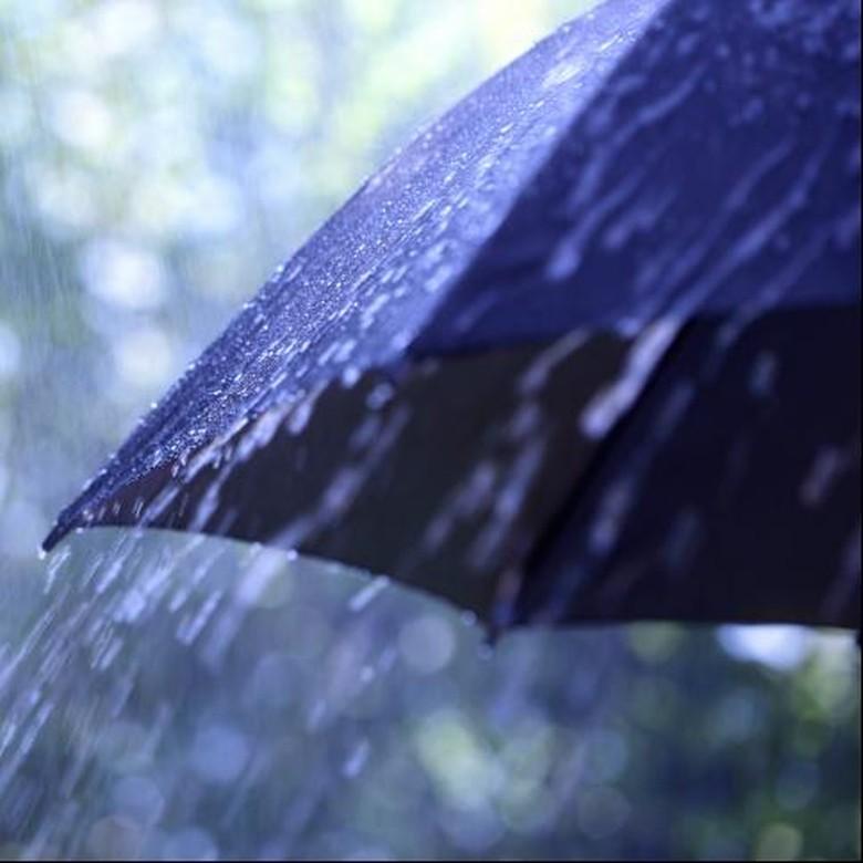 Hujan Sejak Pagi Tanpa Kota - Ilustrasi Sejak pagi hujan dengan intensitas sedang hingga lebat mengguyur Kota Solo dan Akibatnya seluruh sungai mengalami peningkatan