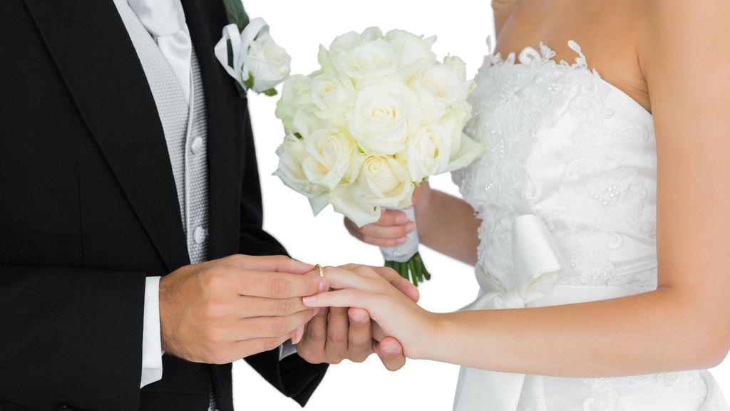 Pasangan Arab Ini Jadi Kontroversi karena Gelar Acara Lamaran di Kampus