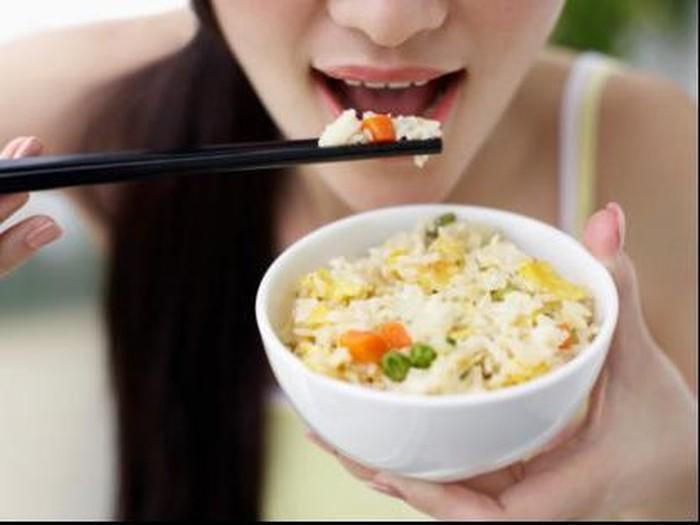 Makan siang adalah waktu yang ideal makan nasi saat sedang diet/Foto: Thinkstock