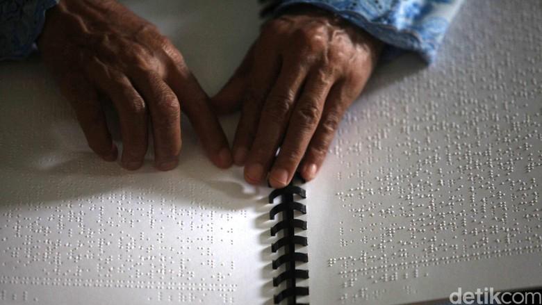 Tunanetra di Semarang Usul Ada - Semarang Ketua Ikatan Tunanetra Muslim Kabupaten Slamet Riyadi mengusulkan ada alat tulis braille saat pemilihan Hal ini karena