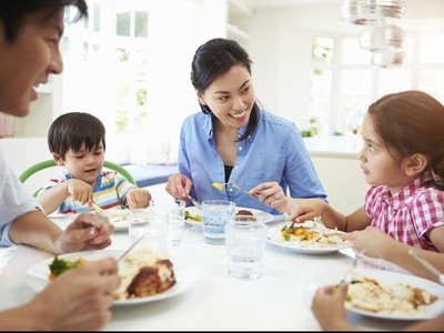 Adakah Bunda yang Sering Gerabak-gerubuk Saat Sarapan Keluarga?