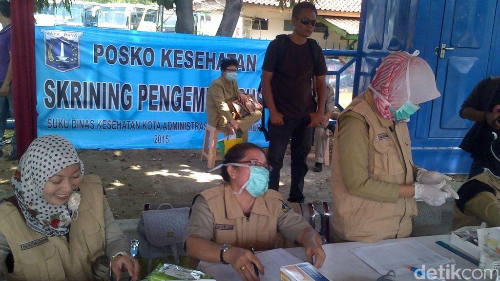 Sopir Angkutan Mudik Jalani Tes Kesehatan di Kampung Rambutan