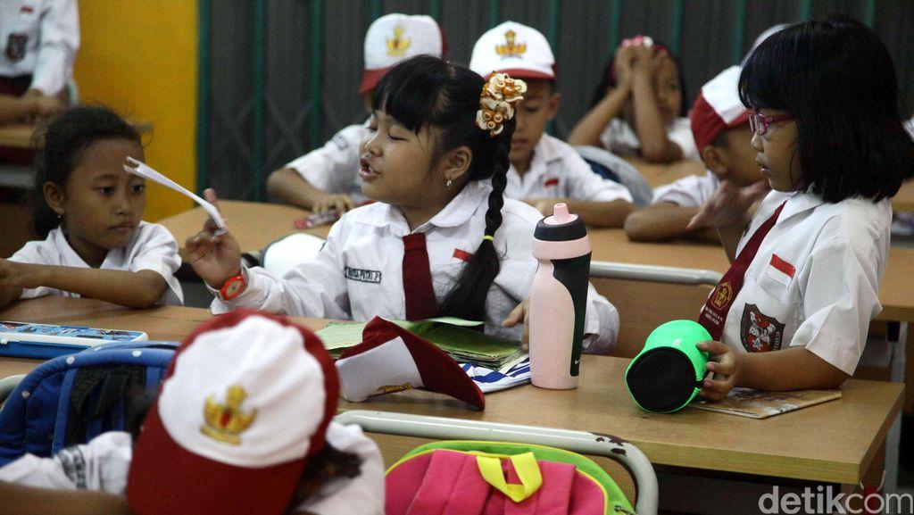 Hari Pertama Sekolah, Hindari Memaksa Anak untuk Langsung Berkenalan