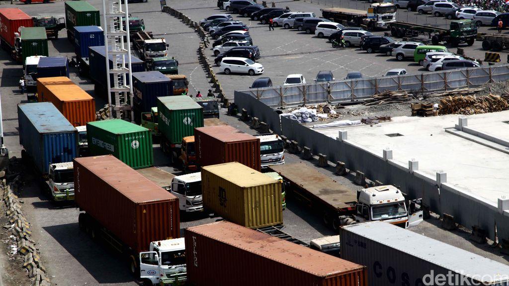 Dampak Banjir: Ongkos Logistik Naik 5%