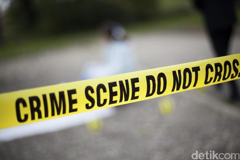 Ada Bekas Ikatan di Tangan - Jakarta Seorang anak berusia Greinal meninggal dunia setelah sebelumnya diduga dianiaya oleh ibunya di kosan di Jl Asem