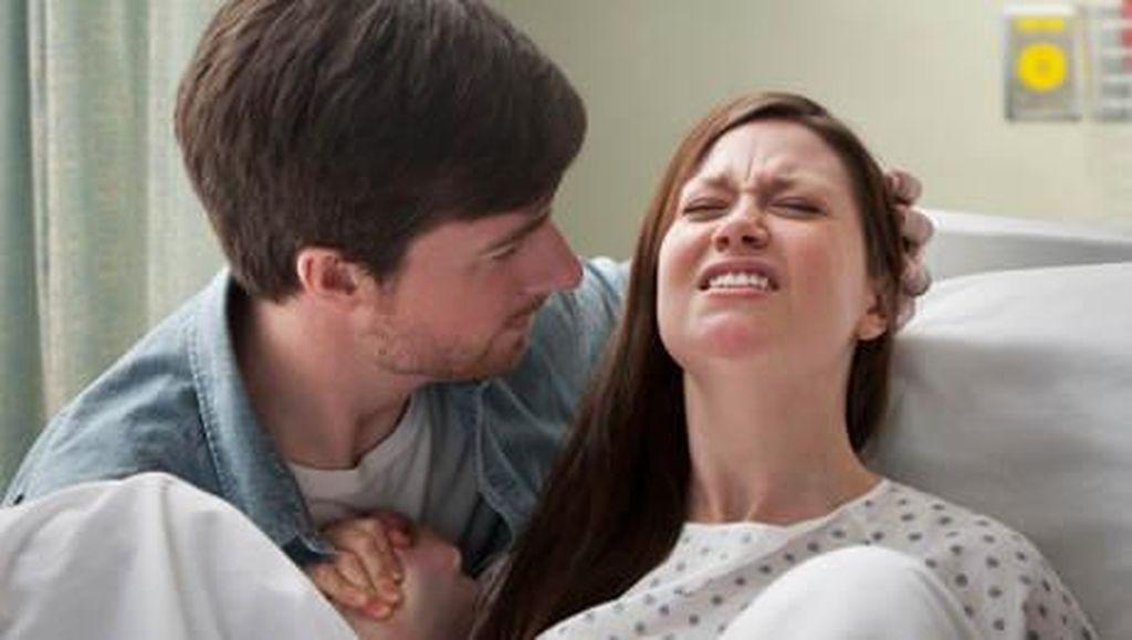 Suamiku, Genggaman Tanganmu Bisa Bikin Persalinanku Lebih Nyaman