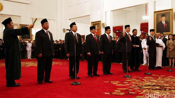 Hari Pertama Setelah Reshuffle, Jokowi: Semua Langsung Kerja