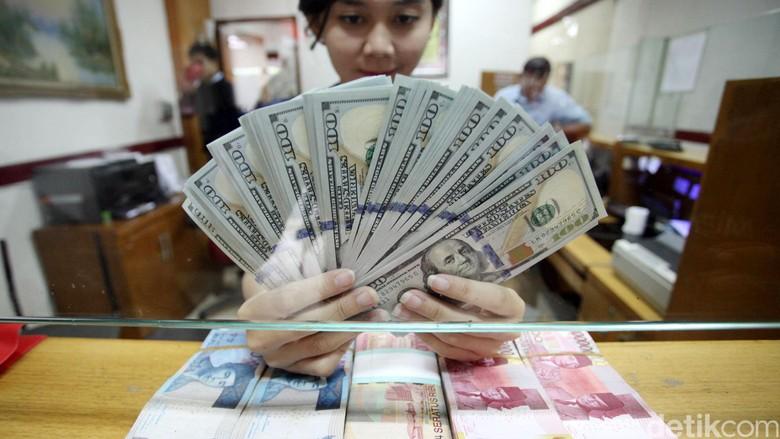Rupiah Keok Lawan Dolar dan Euro