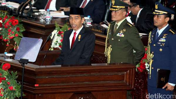 Jokowi Ingin Menteri Berkeringat, Banting Tulang untuk Rakyat