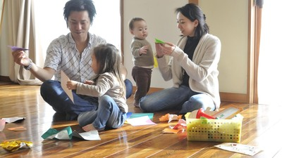 Tinggal Bareng Orang Tua Berkaitan dengan Jumlah Anak Pasutri