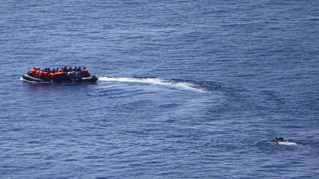 Di Pulau Kos, Wisatawan dan Pengungsi Suriah Berbaur di Pantai yang Sama