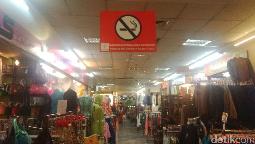 Suka-duka Petugas Tertibkan Tenant Nakal yang Merokok di Thamrin City