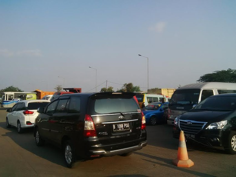Taksi-Ojek Online Marak Karena Pemerintah Gagal Sediakan Transportasi Publik