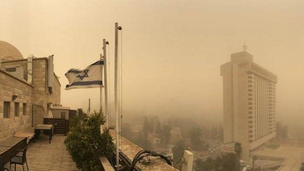 Tentaranya Luka oleh Ledakan, Israel Luncurkan Jet Serang Jalur Gaza