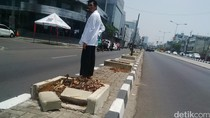 Driver Grab Bike Tewas Usai Hantam Pembatas Jalan, Penumpang Luka Parah