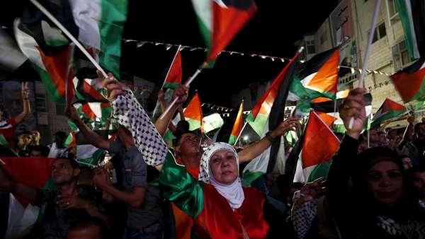 Warga Palestina Rayakan Pengibaran Bendera di PBB