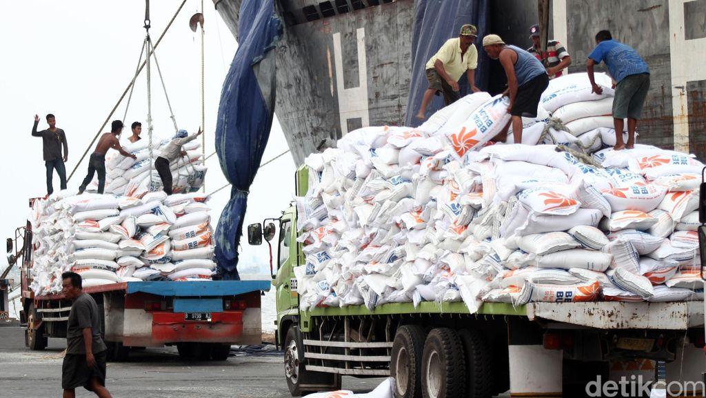 10.000 Ton Beras Vietnam Masuk di Pelabuhan Tenau-NTT