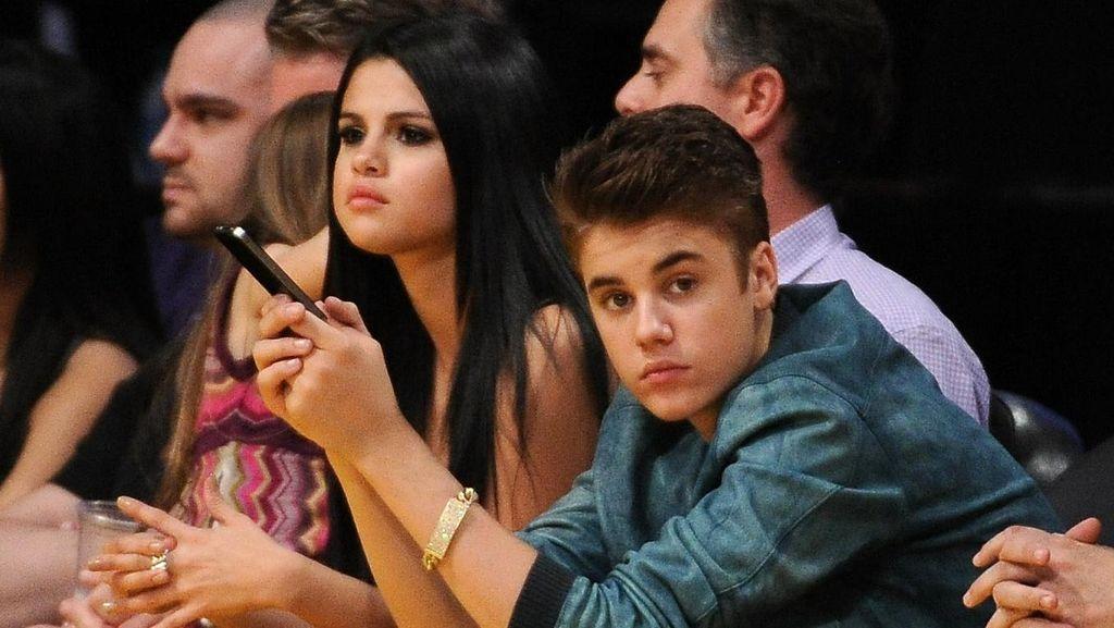 Jelang Valentine, Justin Bieber dan Selena Gomez Liburan Bareng