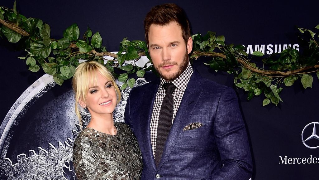 Romantisnya Aktor Chris Pratt yang Mengepang Rambut Sang Istri Tiap Malam