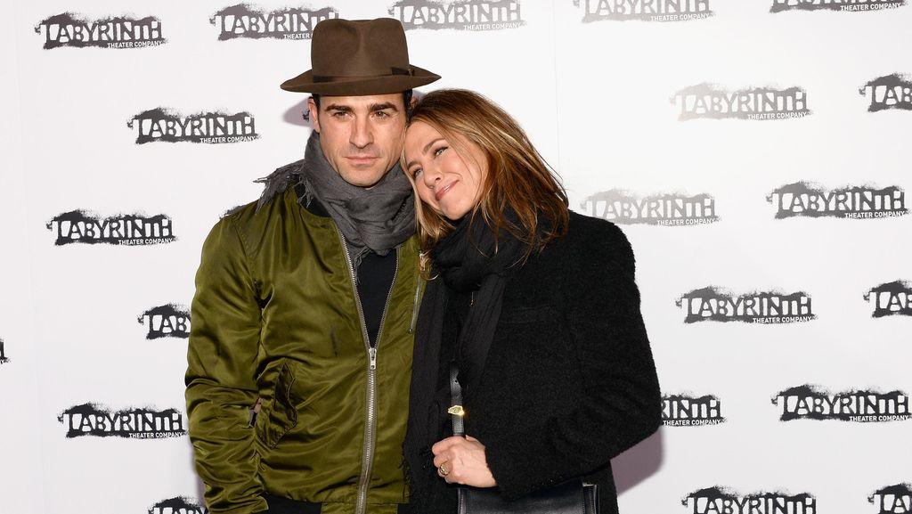 Hiks! Jennifer Aniston dan Justin Theroux Umumkan Perpisahan
