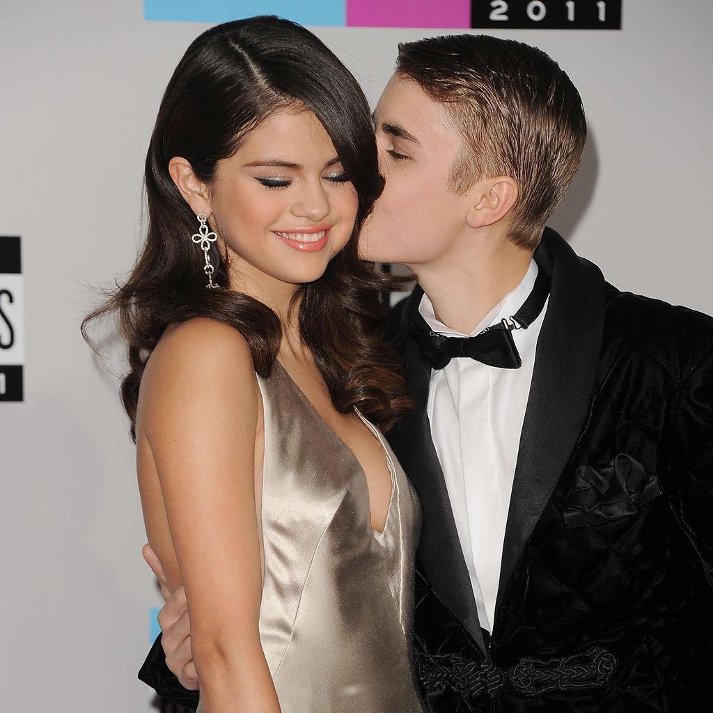 Awww... Justin Bieber Cium Mesra Selena Gomez
