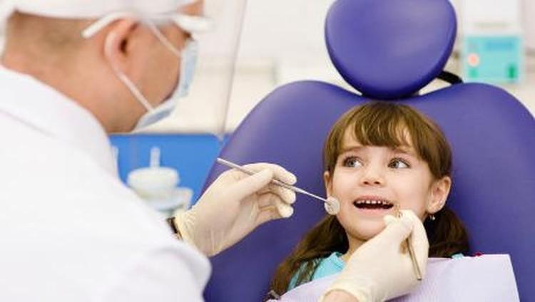 Cara-cara Ini Bisa Bantu Atasi Anak yang Takut ke Dokter Gigi