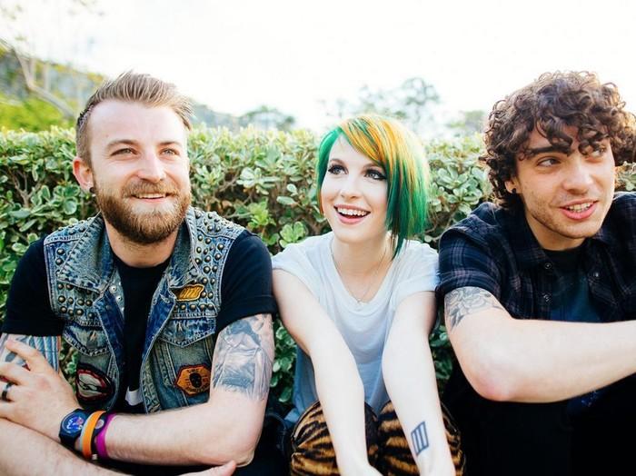 Hayley terserang infeksi saluran pernapasan bagian atas, akhirnya Paramore batal konser di Jakarta. Foto: Paramore.