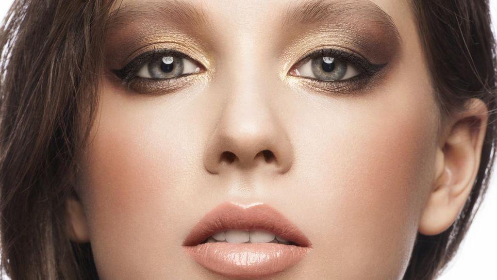 Trik Makeup agar Foundation Tidak Terlihat Seperti Dempul di Wajah