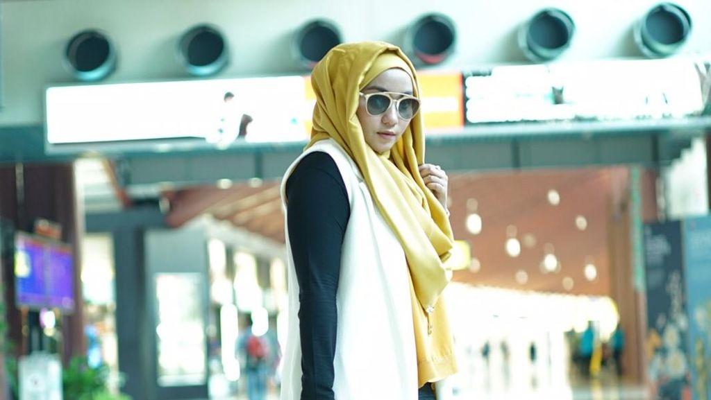 Rina Nose Buka Jilbab & 5 Momen Hijab Lain yang Fenomenal di 2017
