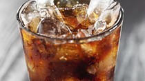Januari: Riset Kemenkes Ungkap Bahaya Minum Soda Berlebihan Bagi Ginjal