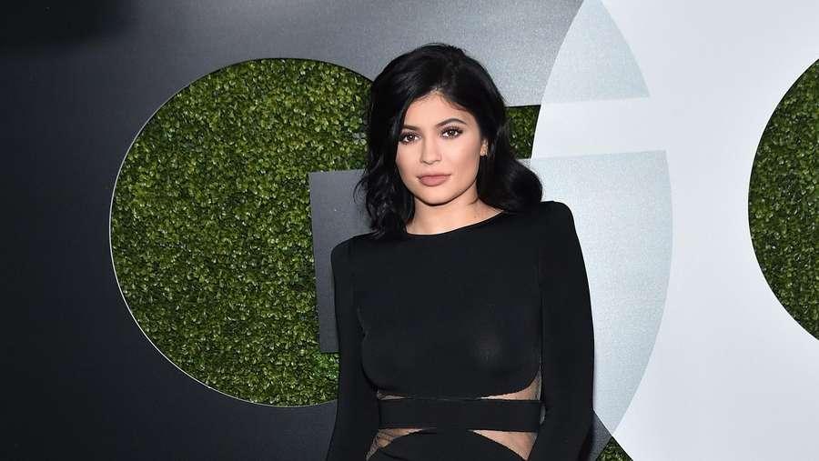 10 Gaya Seksi dan Elegan Kylie Jenner Sepanjang 2015