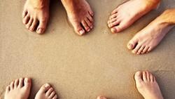 Siapa yang sering bermasalah dengan bau kaki tidak sedap? Kamu bisa mencoba lima hal ini untuk menghilangkannya. Selamat mencoba.