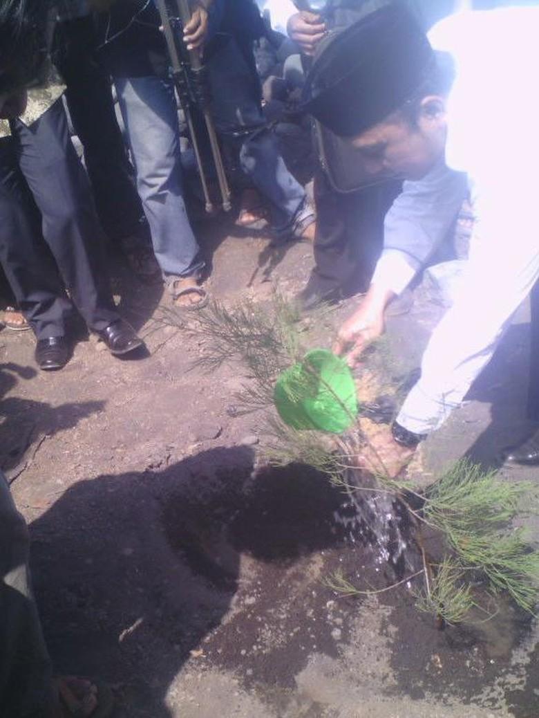 Menteri Desa Ikut Peringati 100 Hari Kematian Salim Kancil