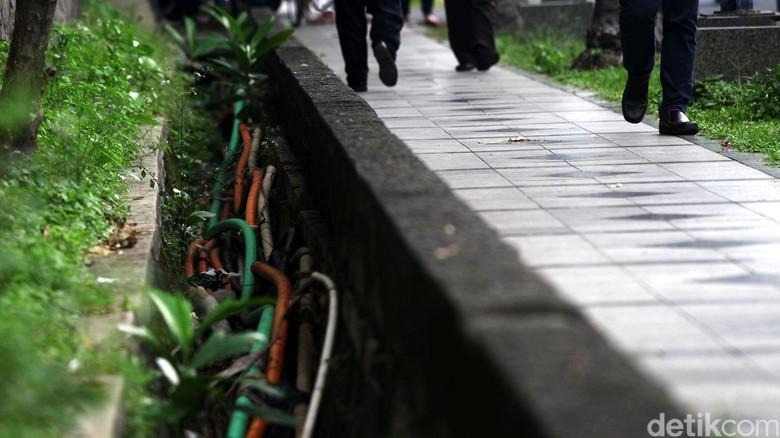 Carut Marutnya Kabel di Jakarta