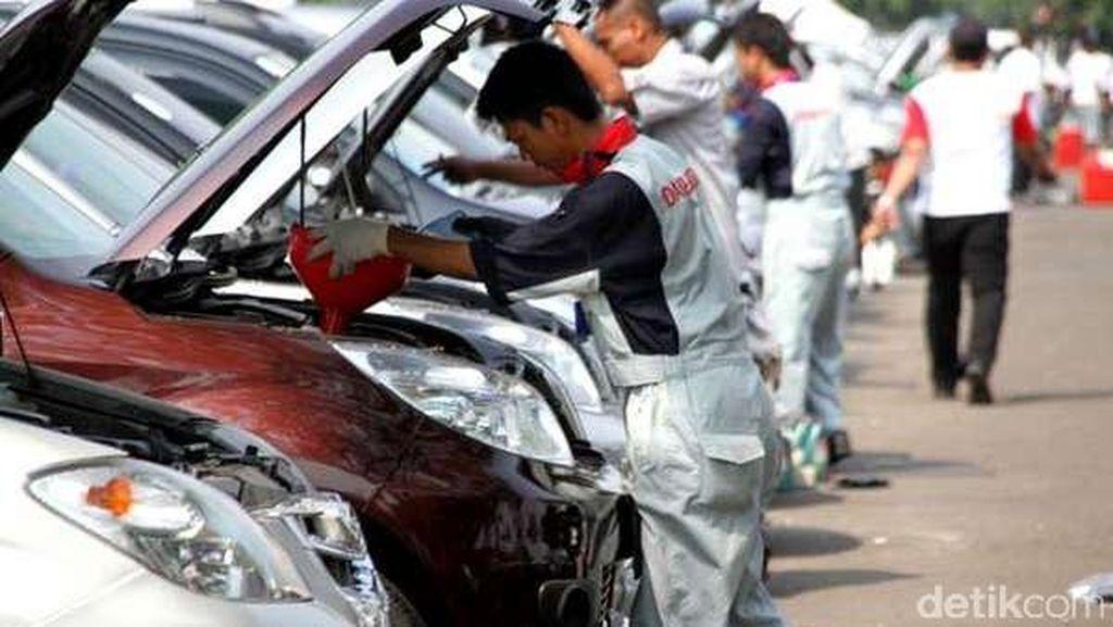 Tak Ada Manfaatnya Pakai Oli Canggih di Mobil Jadul