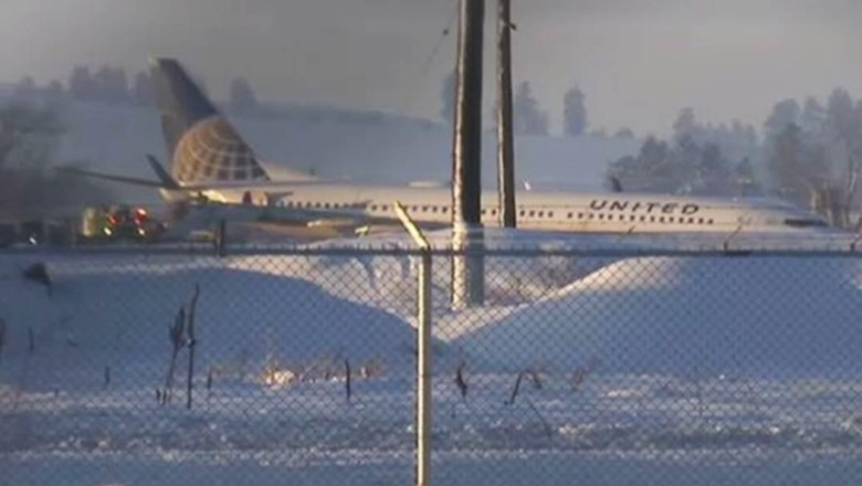 Pesawat United Terjerembab ke Tumpukan Salju di Bandara Washington